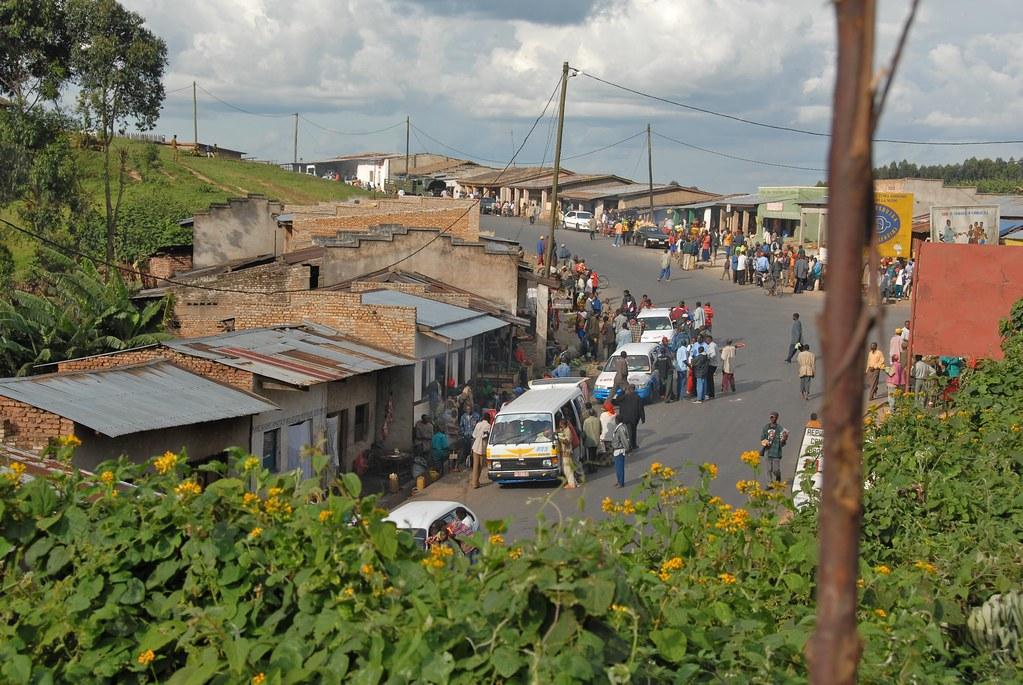 Road between Burundi Gitega and Bujumbura | Dave Proffer | Flickr