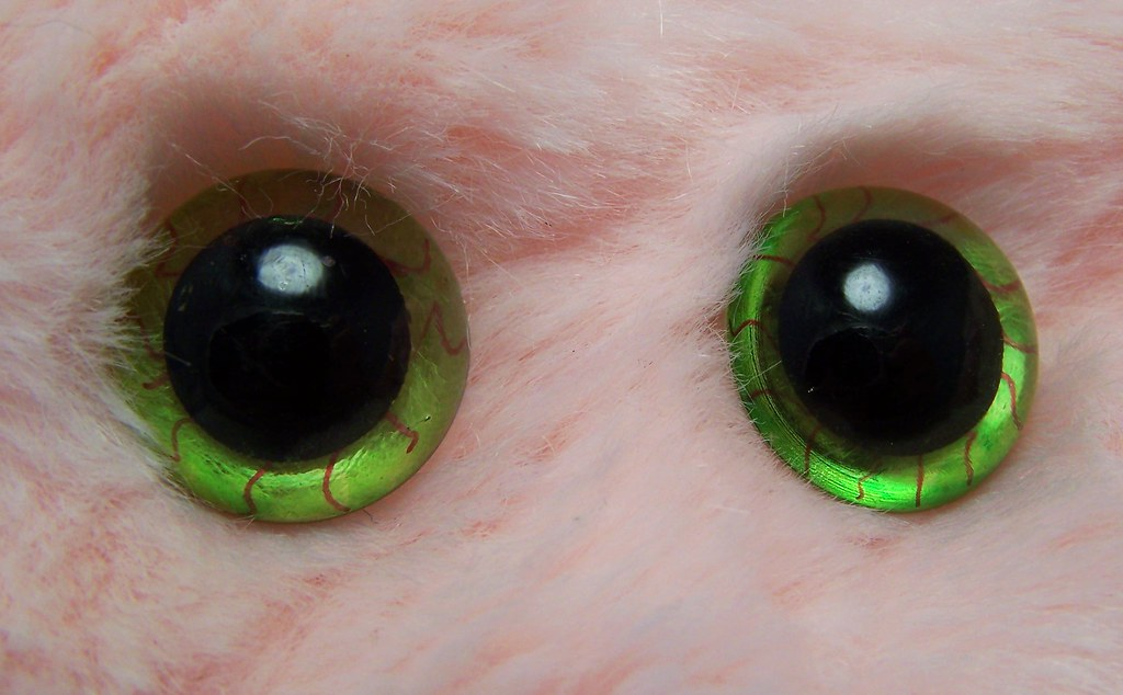 red on green veins | Burgundy veins on lime green eyes | Michelle