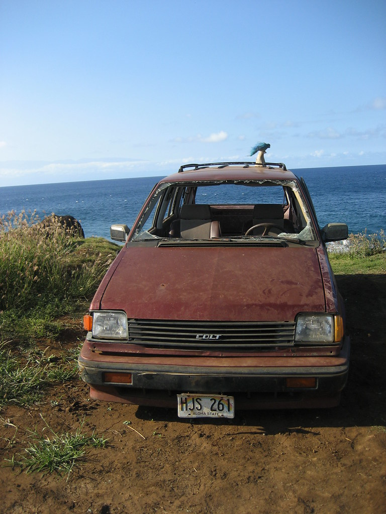 Creepy abandoned car - on our way to the Mo'okini Heiau