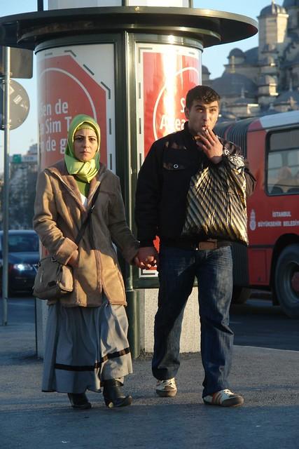 A couple at the bus statıon