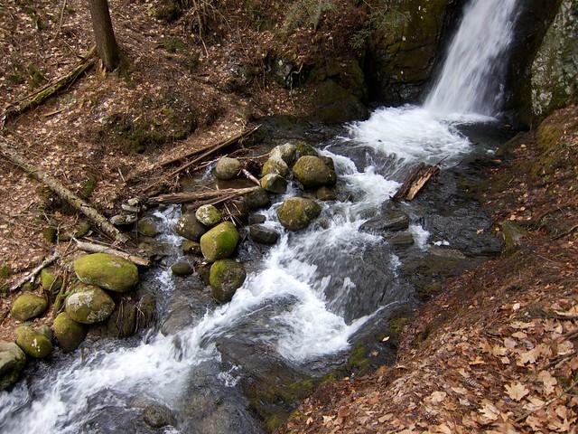 0:19:06 (54%): waterfall vermont hiking fairlee glenfalls glenfallsbrook