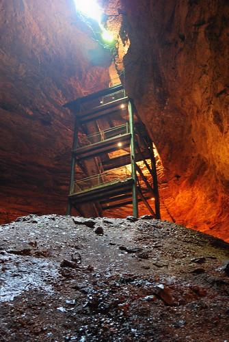 underground lowlight availablelight handheld cave gsa ozarks cavern silverdollarcity marvelcave nikond40x journal2009 daytriptosilverdollarcity21may2009