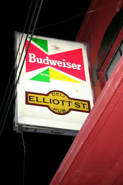 Elliott Street Pub Sign