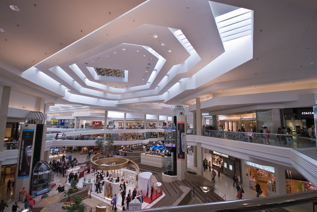 726656f4db Woodfield Mall Atrium