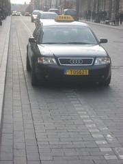 T05621 (car on cycle lane)