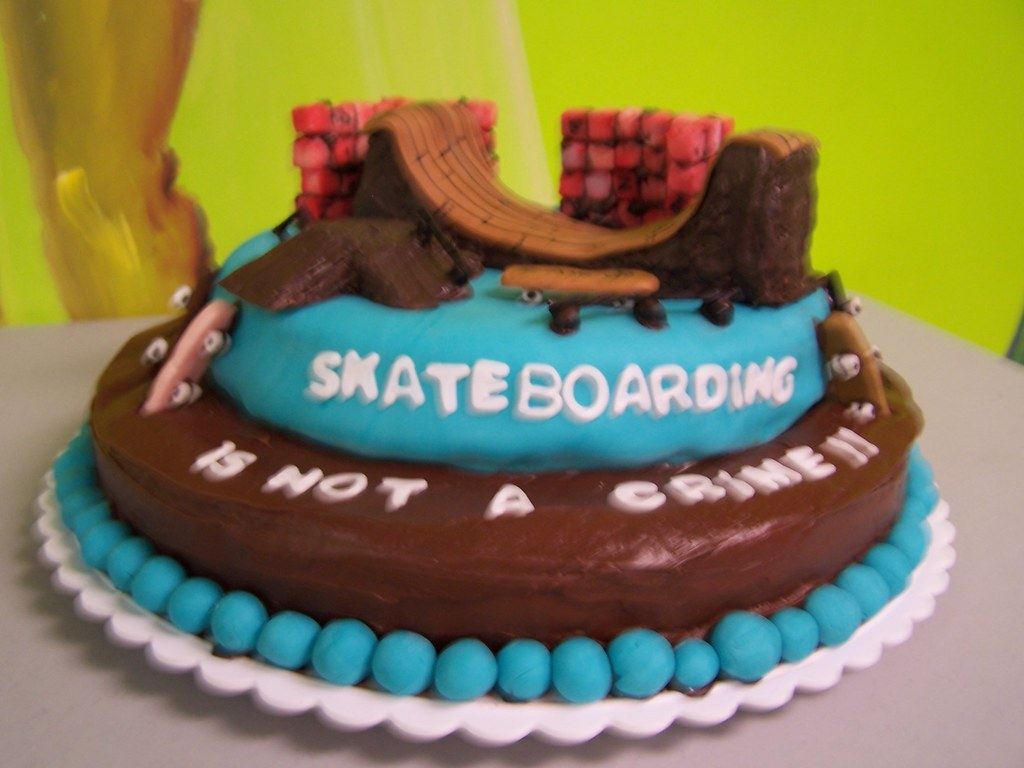 Groovy Skateboard Park Birthday Cake 100 Edible Family Evolutions Funny Birthday Cards Online Elaedamsfinfo