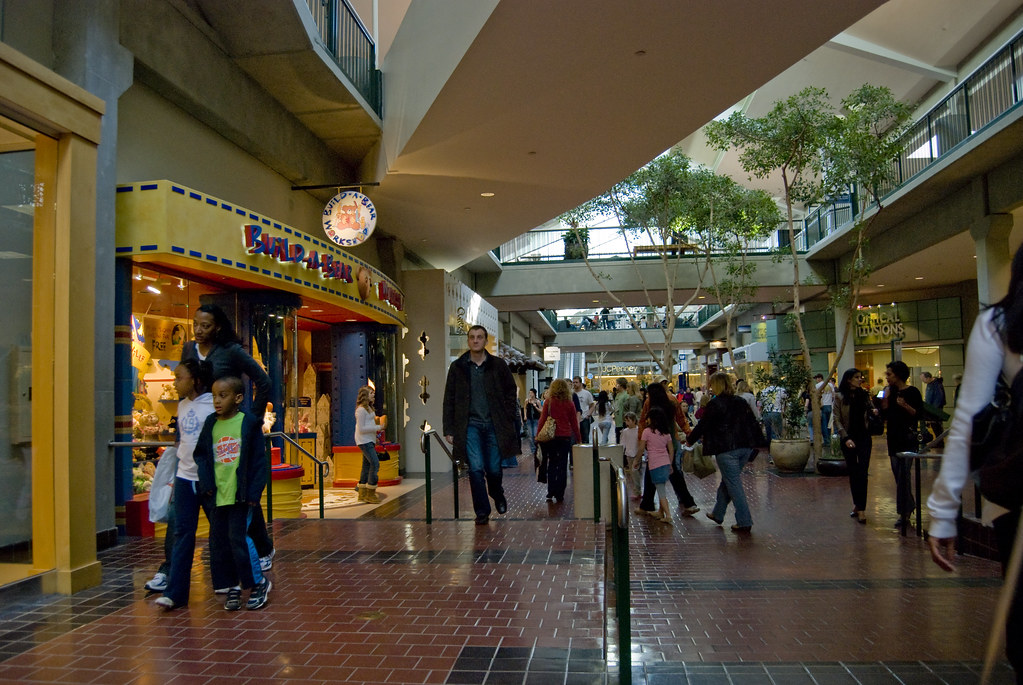 Bellevue Square Mall | A quick shot taken while waiting ...