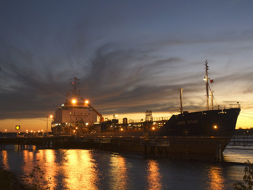 sunset ontario ship greatlakes sarnia laker freighter shelloil saintclairriver jadestar
