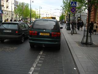 T05533 (car on cycle lane)