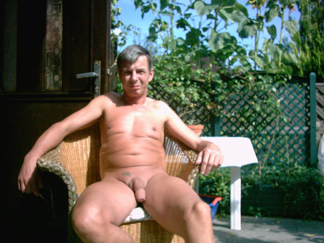 Amateur nude ass