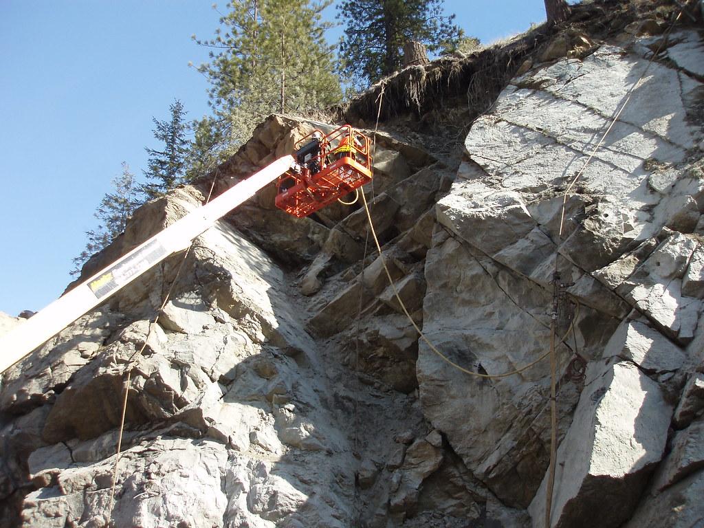 US 2 Rock Removal | Scaling rocks in Washington's Tumwater C