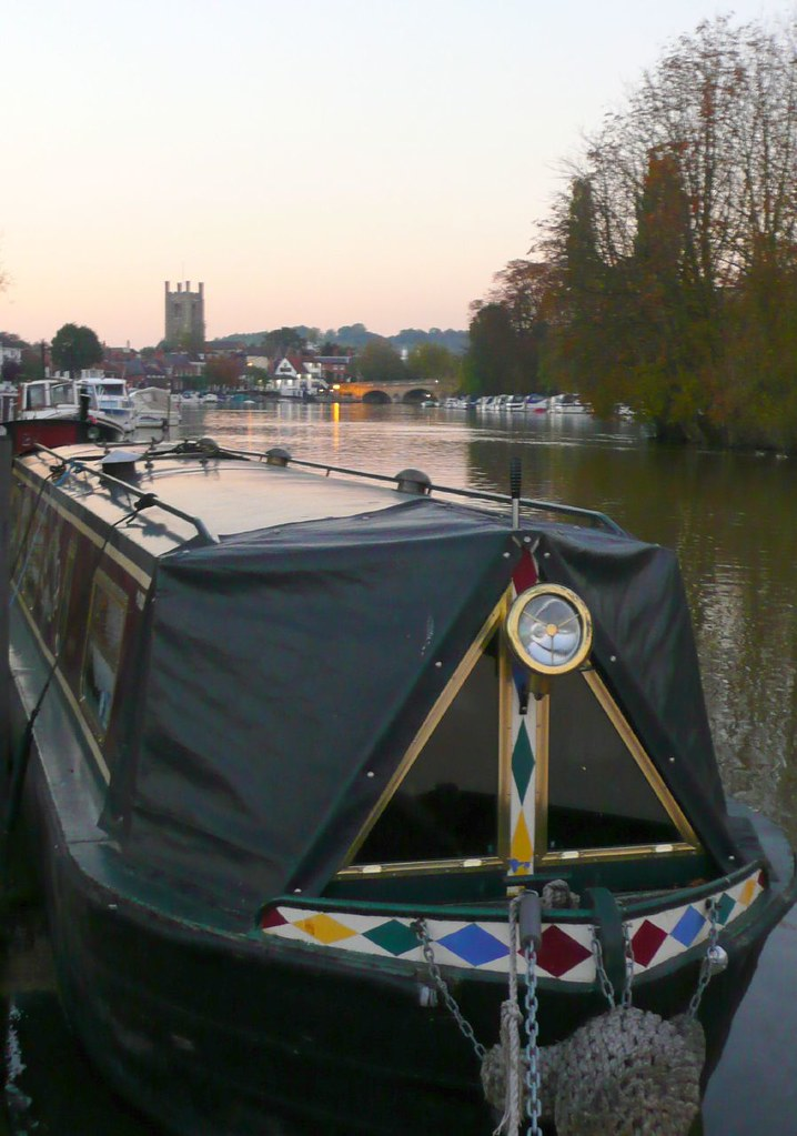 Book 1, Walk 9, Shiplake to Henley Henley barge, 20 October '07.