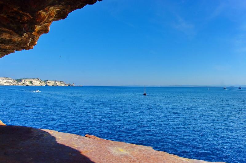 Corse du Sud, Bonifacio 170 le point de vue depuis la bouche à feu en bas du Gouvernail de Corse