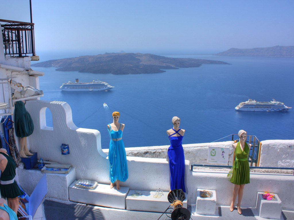Shopping in Santorini can be combined with scenic views.