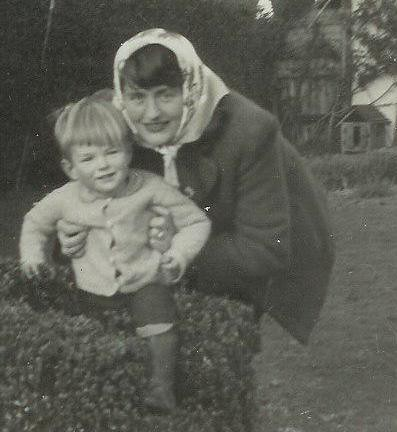 Simon and Mum 1944