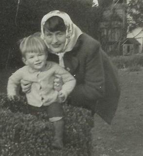 Simon and Mum 1944