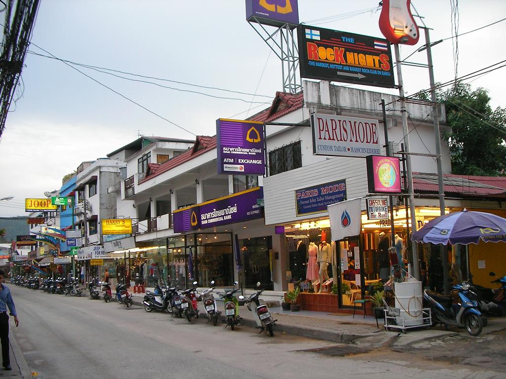 chaweng beach road