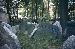 Jewish Cemetery, Prague | by Peter Curbishley