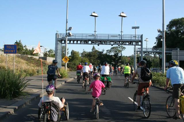 Cyclists on Batman Avenue pass E-Tag Toll point | CM12 - Mel
