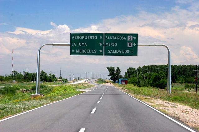 SAN LUIS, ARGENTINA: Viva las buenas rutas de los Rodríguez Saá !!