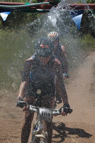 day2 mountain water race southafrica mountainbike down spray biking mtb lorna cooling sani2c highflatschurch