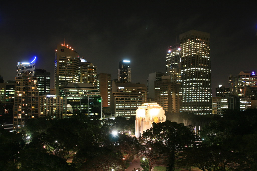Comet over ANZAC Memorial, Hyde Park, Sydney by lachlansear