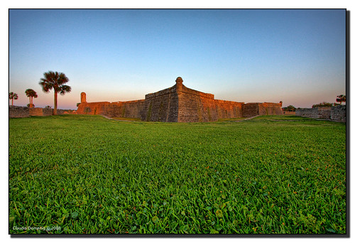blue sunset sky orange green grass palms evening bravo florida bricks lawn handheld jpg cloudless staugustine castillo hdr castillodesanmarcos canonefs1022mmf3545usm 3exp abigfave impressedbeauty dphdr stjohnsco