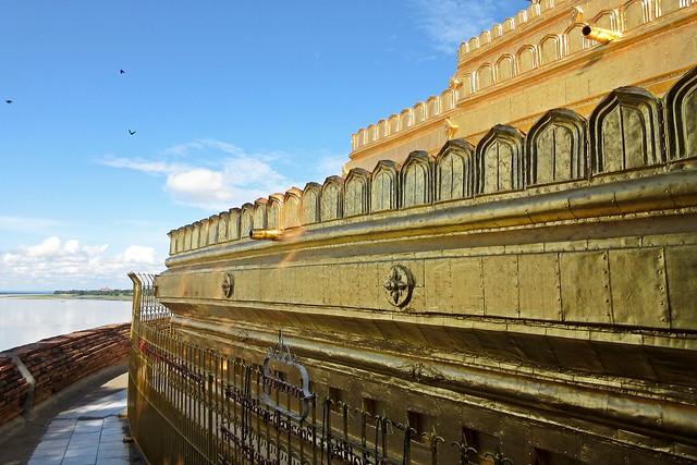 Bagan, Myanmar - Lawkananda Pagoda & Irrawaddy