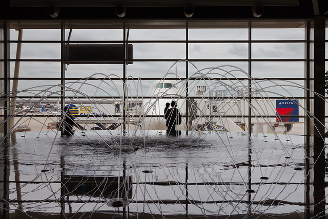 Fountain and Boeing 747 at Detroit Metro