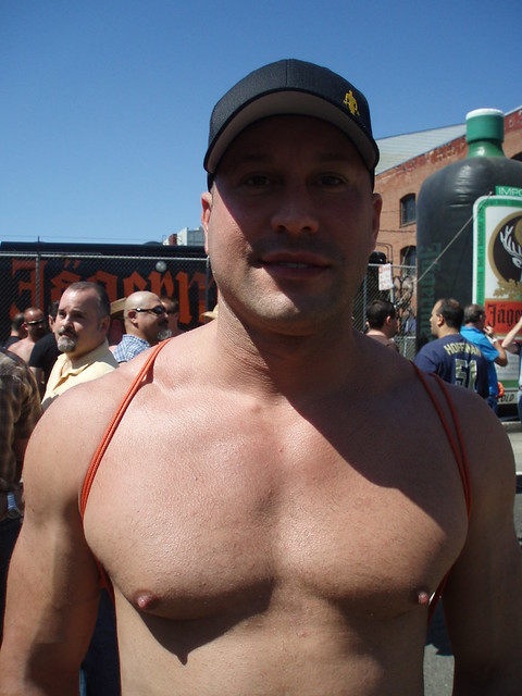 HANDSOME MUSCLE HUNK ! BEAR FAIR 2008 ! ( safe photo )