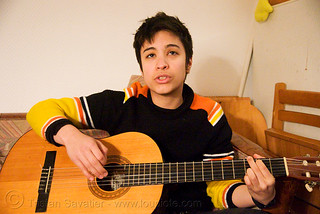 DSC01494 - Alyssa singing and playing the guitar in Paris | by loupiote (Old Skool) pro
