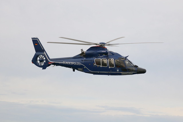Bundespolizei: Eurocopter EC155 B1 D-HLTO über der Ostsee vor Warnemünde