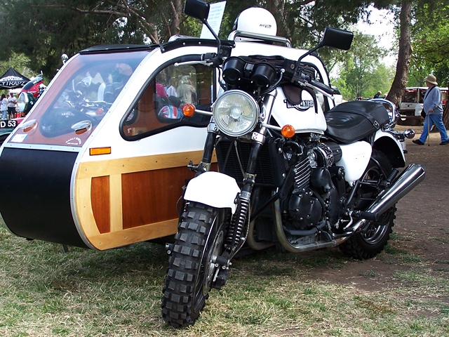 Triumph w-sidecar 2.jpg