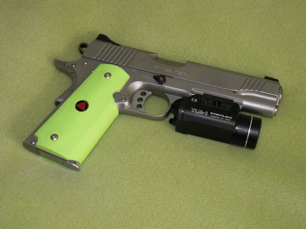 PICT0317   Kimber Stainless TLE/RL-II  45ACP with Streamligh