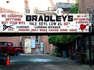 Bradley's Does It All / Bradley's fait tout