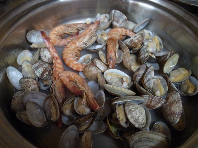<p>f)魚介類は白ワイン蒸しにします</p>