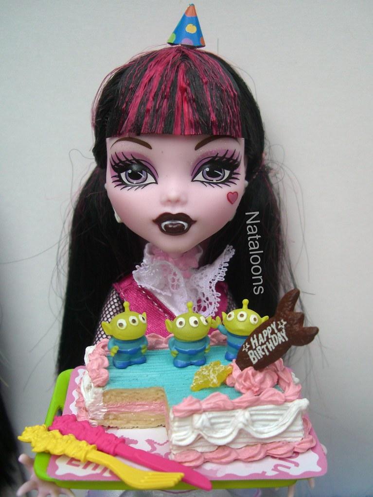Amazing Draculaura Presents The Birthday Cake Toy Story Accessorie Flickr Funny Birthday Cards Online Hendilapandamsfinfo