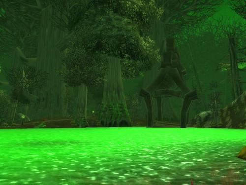 Leuchtender grüner See