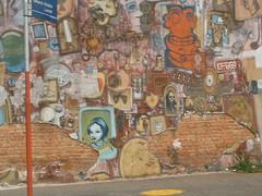 A formação artística de Zezão percorreu as diversas instâncias da  intervenção urbana  a pixação, o ataque a vagões de trens e o grafite  mural, como o painel ... 8fdc04e8bc