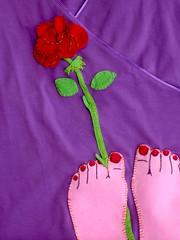 pés com flor