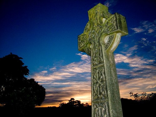 stgiles graveyard cross church stokepoges raw berkshire uk dawn sunrise slough thomasgrey celtic stone deleteme10 saveme10 intestingness england europe kevday topv555 topf25