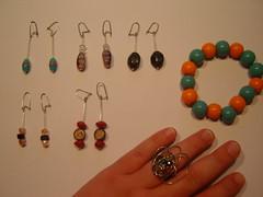 Brincos; pulseira e anel