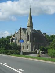 Capel 'eglwysig' ei naws yn Llanwnda, Gwynedd