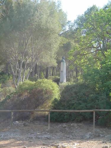 escultura de Jovellanos