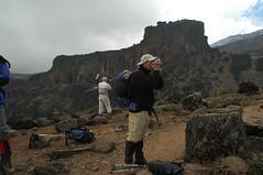 De camera-mannen met op de achtergrond Lava Tower