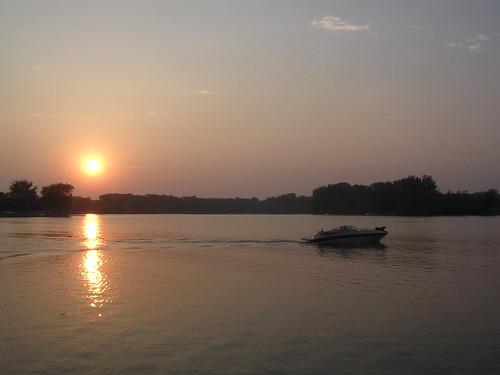 cruise sunset sky dog sun lake minnesota evening boat speedboat mn albertlea southernminnesota fountainlake freeborncounty