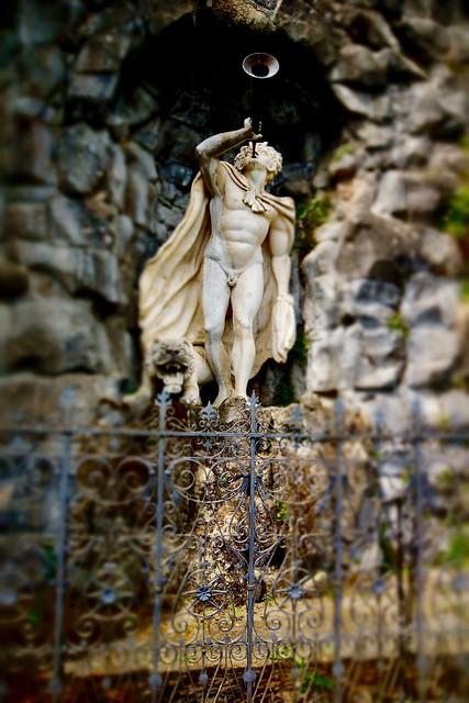 Triton am Riesenkopfbecken der Wasserspiele im Bergpark Kassel-Wilhelmshöhe