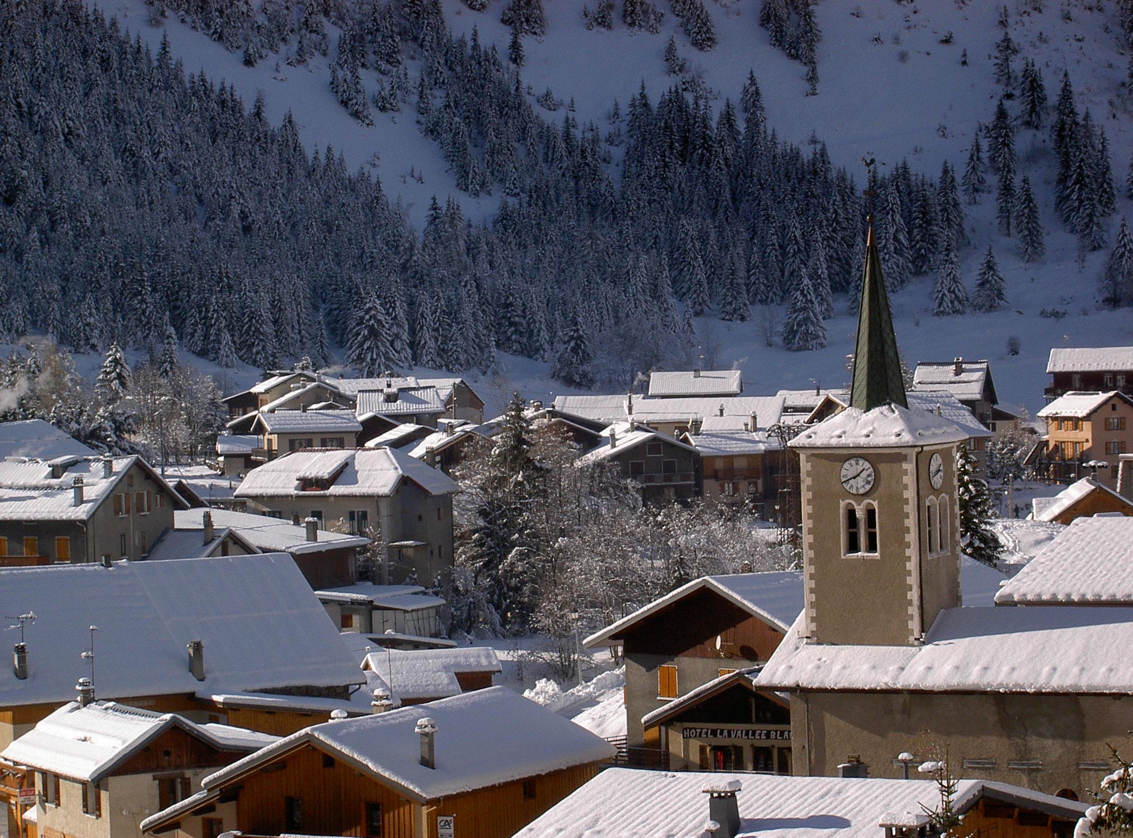 Pralognan-la-Vanoise, vue clocher et quartier du Plan  © D. Dereani, Fondation Facim