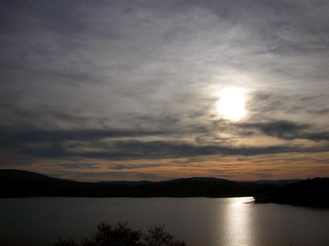 Słońce nad jeziorem / Sun over the lake