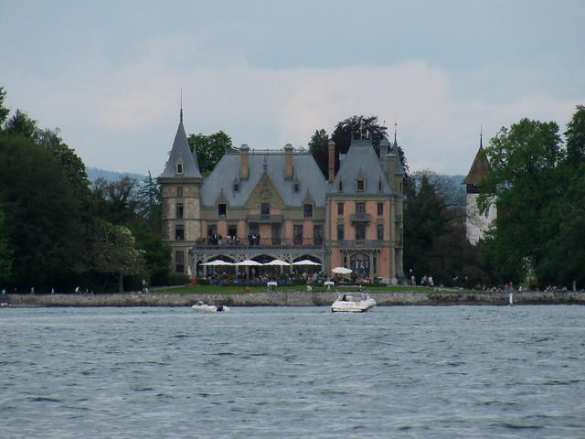 Schloss Schadau  ( Baujahr 1846 bis 1854 - château castle castello ) am Ufer des Thunersee bei Thun im Berner Oberland im Kanton Bern der Schweiz